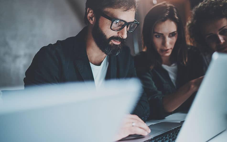 Réseaux sociaux : 1 salarié sur 3 communique des informations liées à son entreprise